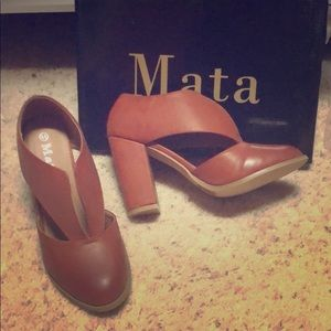 Shoes - Brand new v ankle booties brown